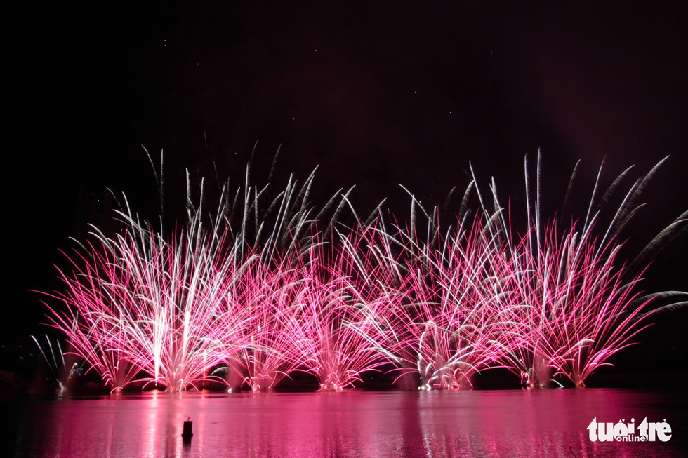 Da Nang fireworks fest commences with grand Vietnam-Russia showdown