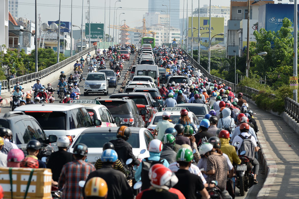 Bridge widening project causes serious traffic jams in Ho Chi Minh City