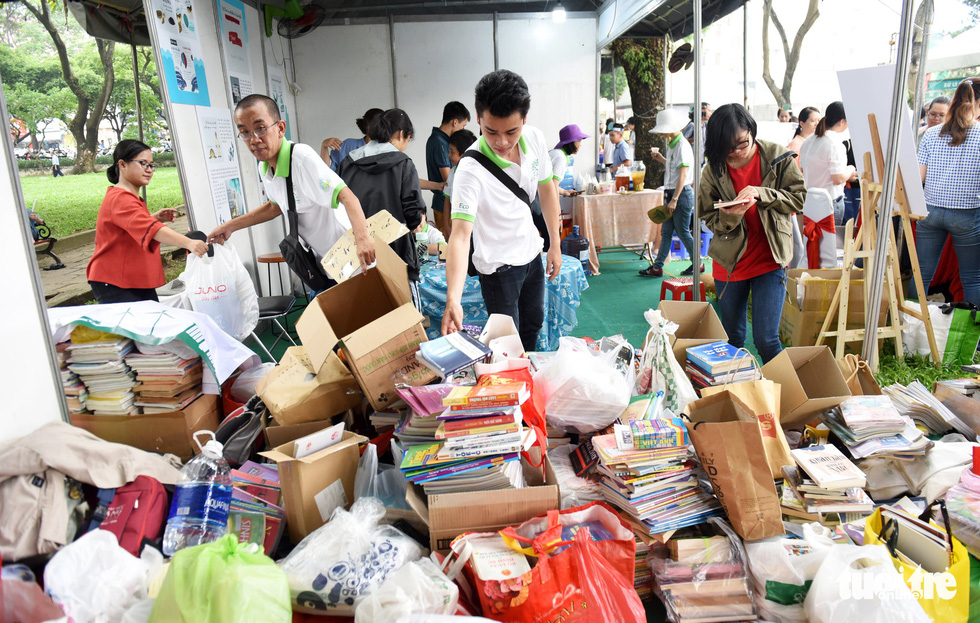 Used books from participants pile up at a booth at Song Xanh Festival at Le Van Tam Park, District 1, Ho Chi Minh City, June 2, 2019. Photo: Duyen Phan / Tuoi Tre