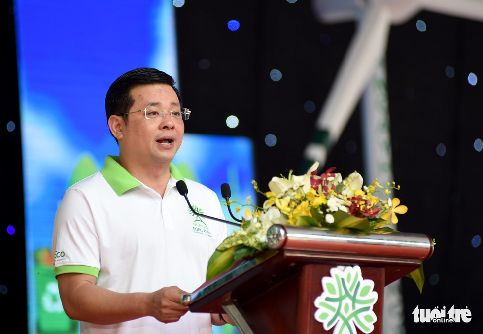 Nguyen Toan Thang, director of the Ho Chi Minh City Department of Natural Resources and Environment, speaks at Song Xanh Festival at Le Van Tam Park, District 1, Ho Chi Minh City, June 2, 2019. Photo: Duyen Phan / Tuoi Tre