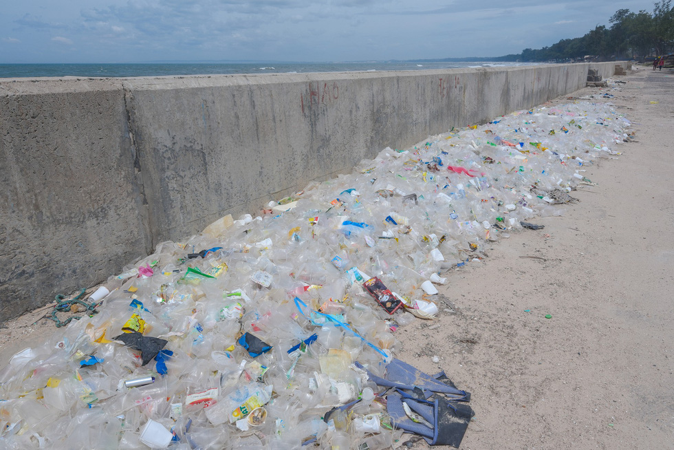 'Plastic cup street' in Binh Thuan Province