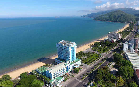 Vietnam province set to clear seaside hotels blocking public beach