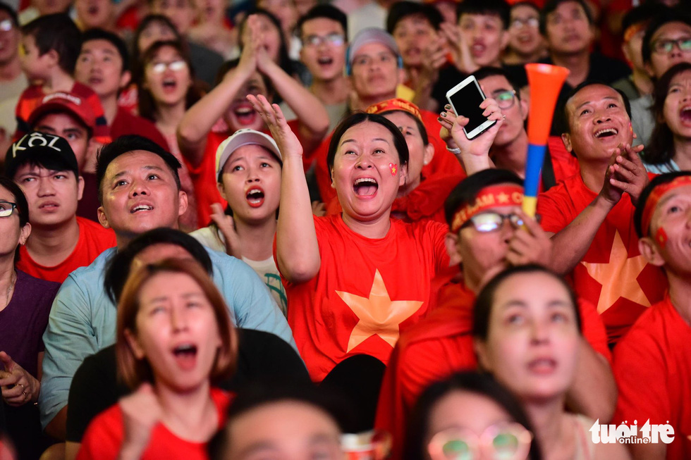 Giant screens installed at Saigon walking street for Vietnam-Thailand clash at King's Cup
