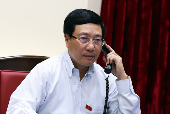 eputy Prime Minister and Foreign Minister Pham Binh Minh holds telephone talks with Singaporean Foreign Minister Vivian Balakrishnan on June 7. Photo: Vietnam News Agency