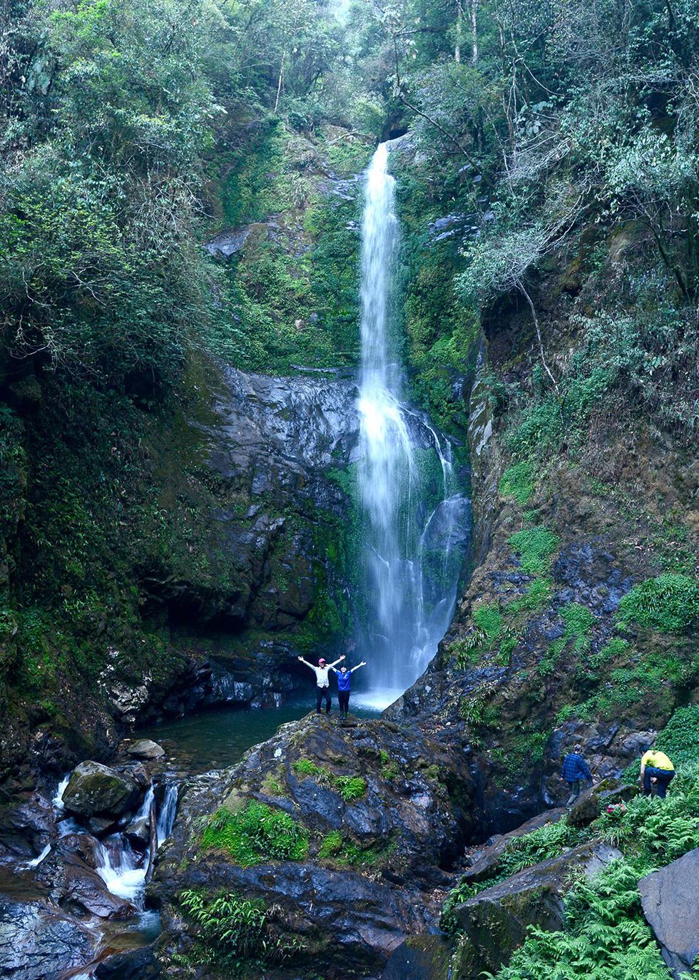 A waterfall on Ta Xua Mountain, Yen Bai Province. Photo: Hai Duong / Tuoi Tre