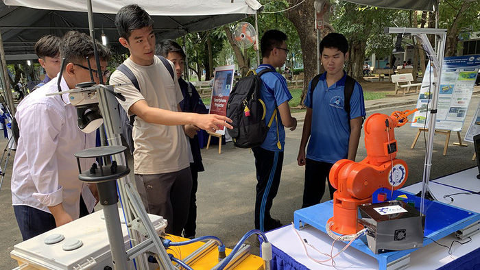 Vietnamese university bloc allows students to study for bachelor's, master's degrees simultaneously