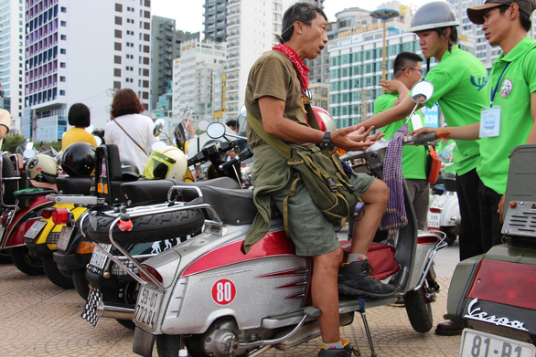 Vespa scooter collectors discuss at an exhibition in Nha Trang City, Vietnam on June 9, 2019. Photo: Thai Thinh / Tuoi Tre