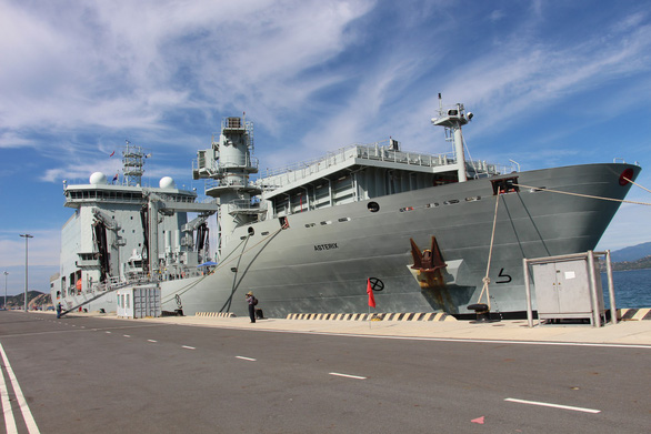 Naval Replenishment Unit (NRU)Asterix at Cam Ranh Port. Photo: Nguyen Hoai Anh / Tuoi Tre