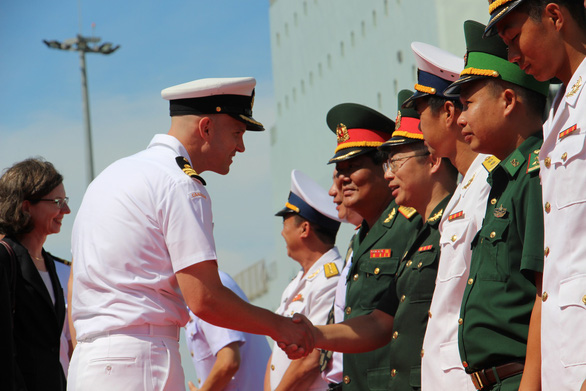 Canadian naval ships begin four-day visit to Vietnam