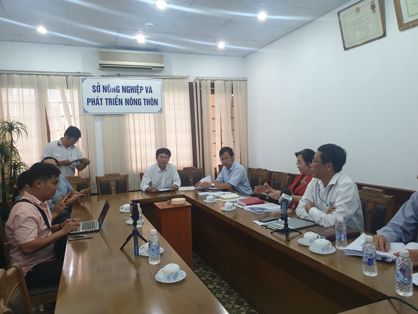 The municipal Department of Agriculture and Rural Development convenes a meeting on June 11, 2019. Photo: Tran Manh / Tuoi Tre