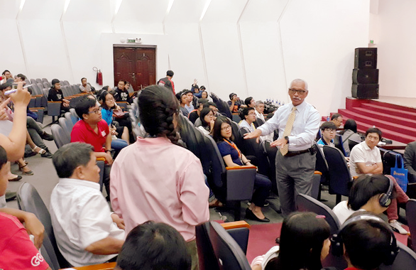 Former NASA head shares space travel stories with Vietnamese students