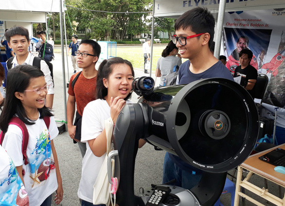 Students experience operating telescopes at the 3rd annual Space Day in Ho Chi Minh City, Vietnam on June 12, 2019. Photo: Trong Nhan / Tuoi Tre