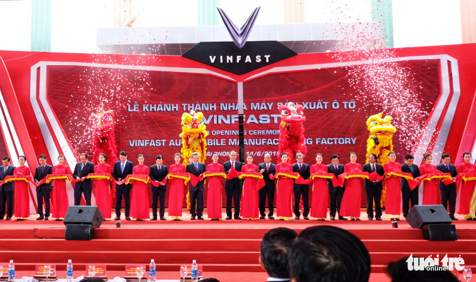 Officials are seen at the ribbon-cutting ceremony for the Vinfast automobile manufacturing plant in Hai Phong, northern Vietnam, June 14, 2019. Photo: Nam Tran / Tuoi Tre