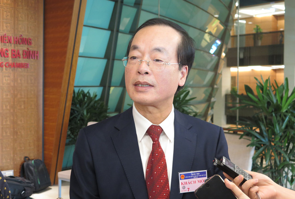 Minister of Construction Pham Hong Ha speaks to the press on June 13, 2019. Photo: Tien Long / Tuoi Tre