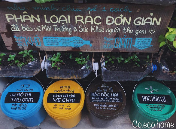 Waste baskets with different colors to classify types of garbage in front of Co Eco Home in Ho Chi Minh City. Photo: Tu Trung/ Tuoi Tre