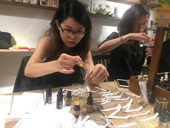 Office workers spend free time making handicrafts in Ho Chi Minh City
