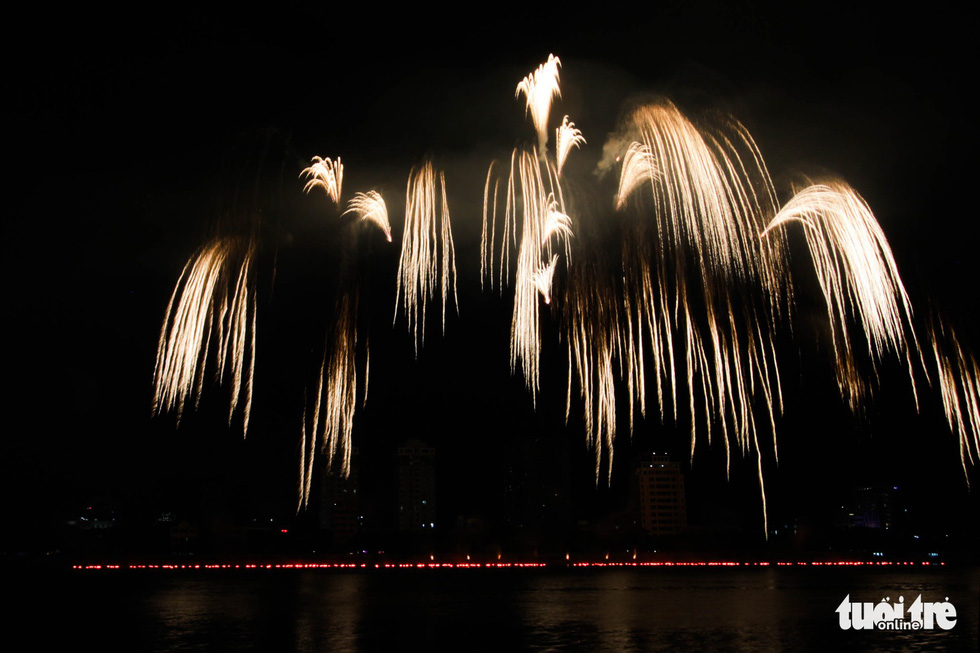 Finland, Italy take stage at Da Nang int'l fireworks festival