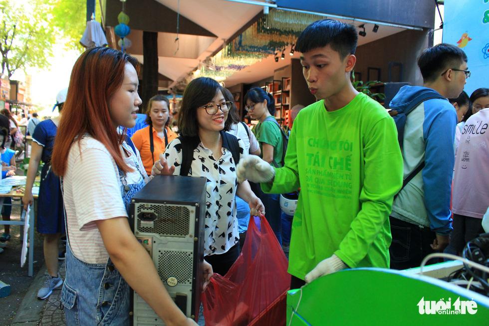 Saigonese exchange e-waste for trees