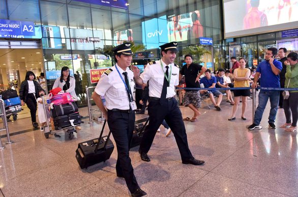 Pilot shortage hits Vietnamese carriers as air travel soars