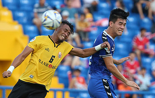 Vietnamese club edge Indonesian visitors in first leg of AFC Cup zonal semi