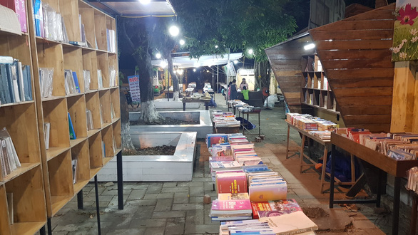 Books are displayed at Hai Ba Trung book street in Hue City, central Vietnam. Photo: Nhat Linh / Tuoi Tre