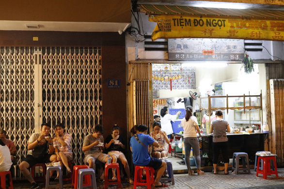 Lost amidst Chinese dessert heaven in Saigon