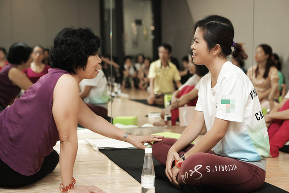 Thuy Muoi (right) engages in an SCI activity. Photo: SCI