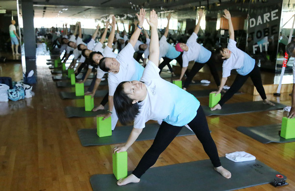 Cancer patients participate in a yoga class by SCI in Ho Chi Minh City. Photo: Huy Dang / Tuoi Tre
