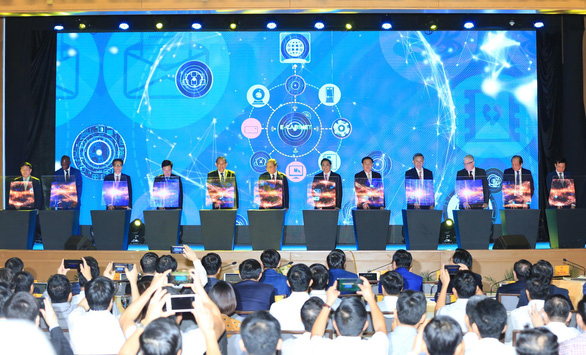 Officials launch the e-Cabinet system at a ceremony in Hanoi on June 24, 2019. Photo: D.T. / Tuoi Tre