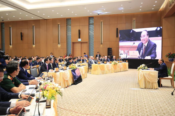 Премьер-министр Вьетнама провел первое заседание электронного правительства страны