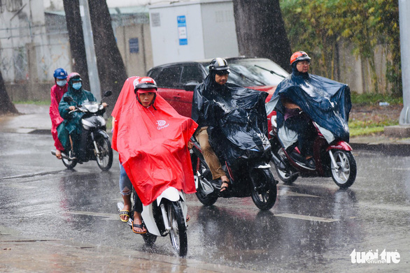 Rain to dampen northern, southern Vietnam as hot spell hits central provinces this week