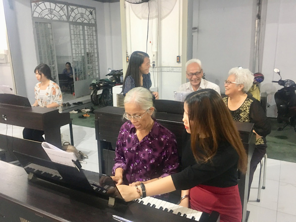 Ho Chi Minh City's free piano class for the elderly