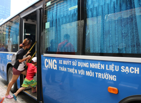 Fuel supply monopoly jeopardizes Ho Chi Minh City's eco-friendly buses