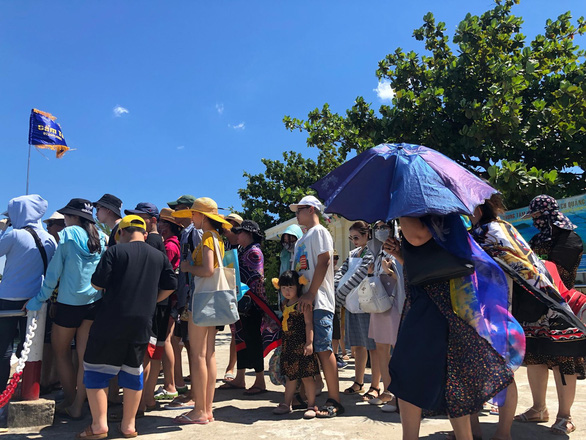 Tourists hit with poor service quality as firms race to cut prices to Cham Islands