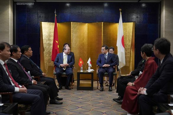 Prime Minister Nguyen Xuan Phuc meets Nobuhiko Sasaki, head of the Japanese External Trade Organization (JETRO). Photo: Vietnam Government Portal