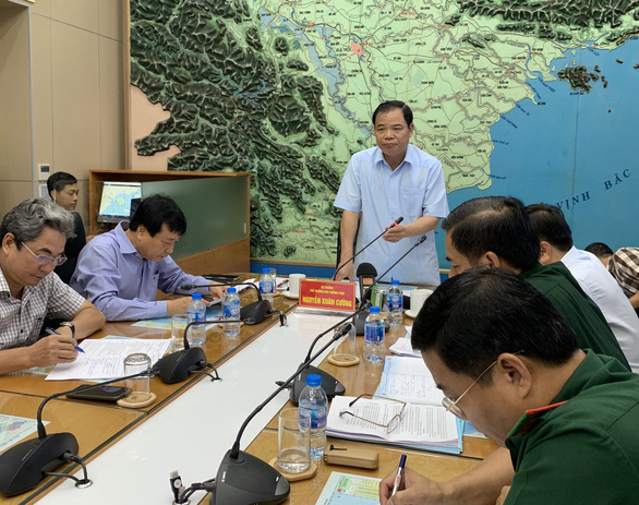 Minister of Agriculture and Rural Development Nguyen Xuan Cuong, who is also deputy head of the steering committee for national disaster prevention, chairs a meeting on July 3, 2019. Photo: Xuan Long/ Tuoi Tre