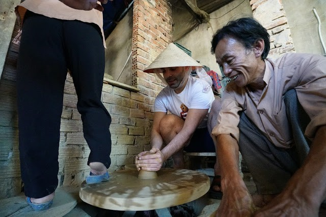German YouTuber Emrah Tekin experiences making pottery products in Hoi An City, Quang Nam Province, central Vietnam. Photo: Google Adventure Vietnam