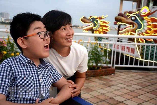 Vietnamese boy with cerebral palsy dreams of becoming travel video blogger
