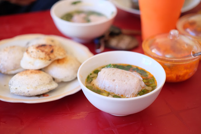 A serving of banh can. Photo: Son Luong / Tuoi Tre News