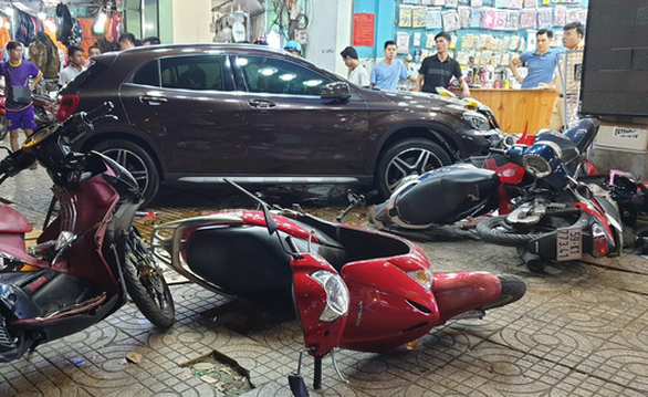Six hospitalized as woman crashes car into motorbikes in Ho Chi Minh City