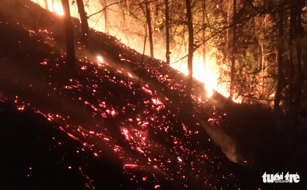 The fire is put out at some areas but can flare up again at any time. Photo: Doan Hoa / Tuoi Tre
