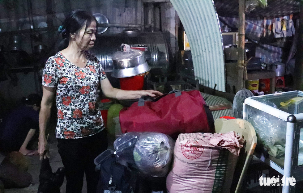 Nguyen Thi Huong prepare her belongings to get ready for evacuation if the situation worsens. Photo: Doan Hoa / Tuoi Tre