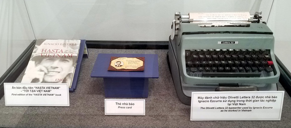 A book collecting articles by Ignacio Ezcurra, his press pass, and his typewriter are on display at the Stories from a camera exhibition taking place the War Remnants Museum in Ho Chi Minh City on July 9, 2019. Photo: Lam Dien / Tuoi Tre