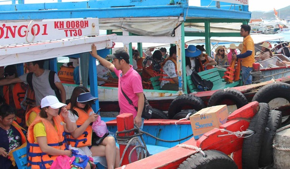"""<em>A busy ship port in Nha Trang City, located in the south-central province of Khanh Hoa.Photo:</em> Thai Thinh / Tuoi Tre"""" /><figcaption><em>A busy ship port in Nha Trang City, located in the south-central province of Khanh Hoa.Photo:</em>Thai Thinh / Tuoi Tre</figcaption></figure> <p><strong>Change or pay the price</strong></p> <p>According to a recent<strong><a href="""