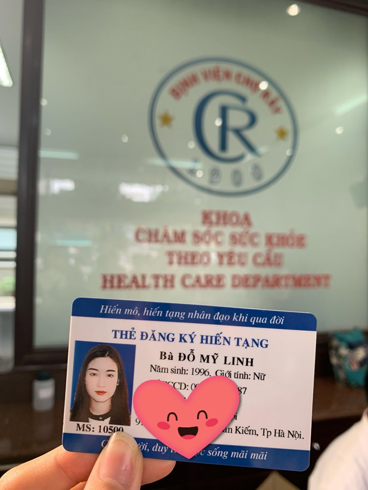 Do My Linh's organ donor's card is seen in this photo posted to her official Facebook page.