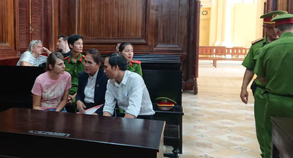 Prokofeva Elena (L) discusses with her lawyer at a court in Ho Chi Minh City on July 15, 2019. Photo: Hoang Diep / Tuoi Tre