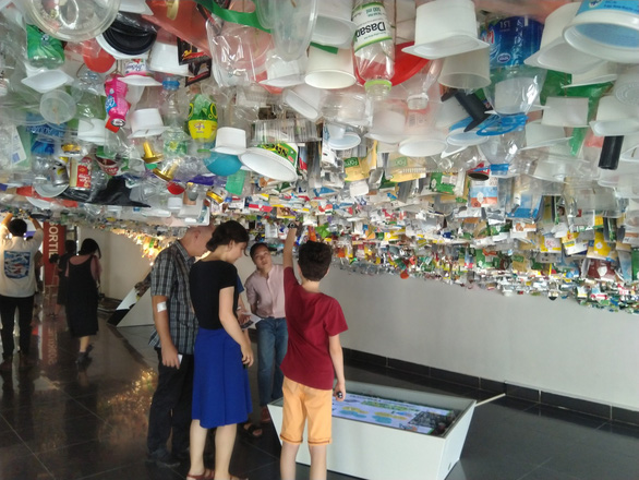 Hanoi exhibition calls on people to reduce plastic waste