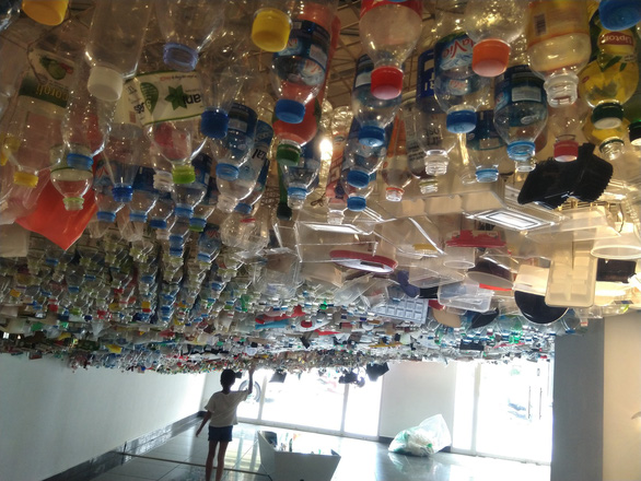 A plastic waste sky is on display at the Réduisons! exhibition in Hanoi. Photo: Tuoi Tre