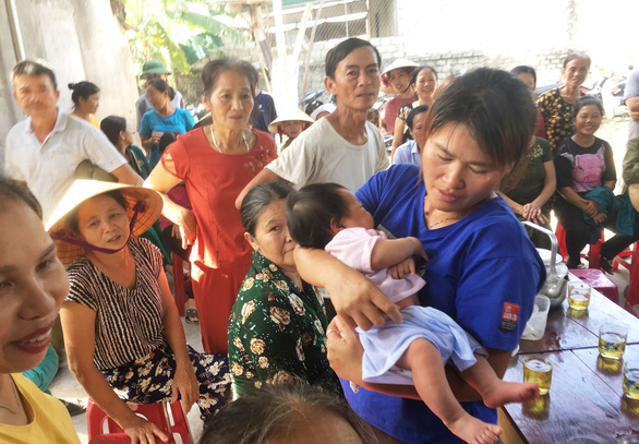 Lan holds her nephew for the first time. Photo: Doan Hoa / Tuoi Tre