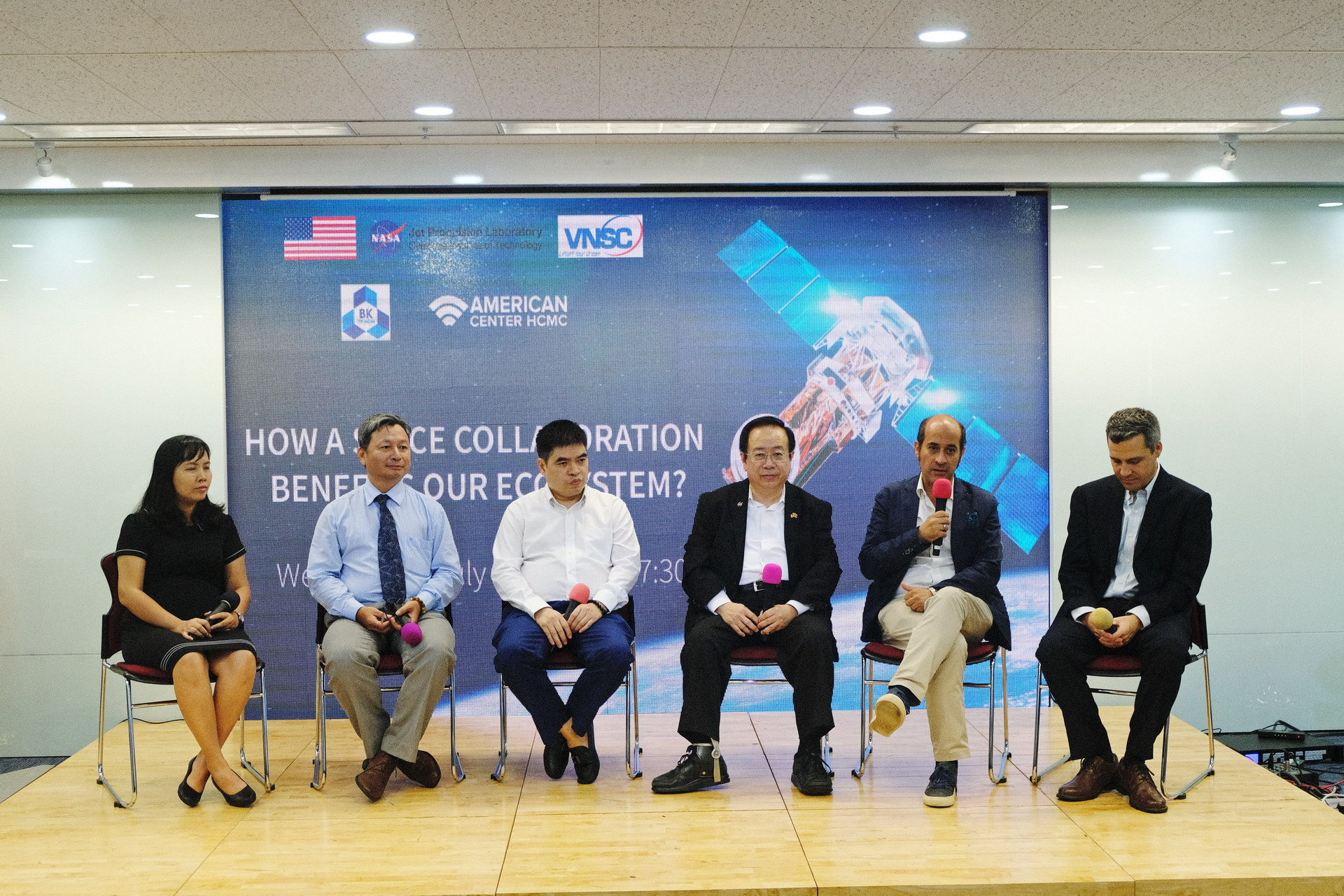 Space scientists and experts join a panel discussion at a NASA-supported space collaboration event in Ho Chi Minh City on July 17, 2019. Photo: Tuan Son / Tuoi Tre News